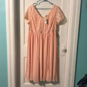 Beautiful flowy dress in Blush